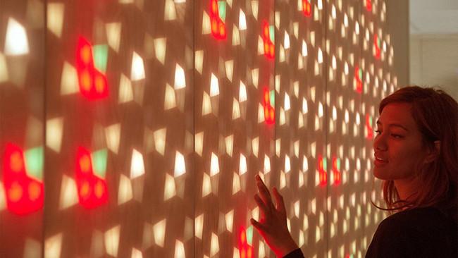 light-emitting-wall-261216-1149-04