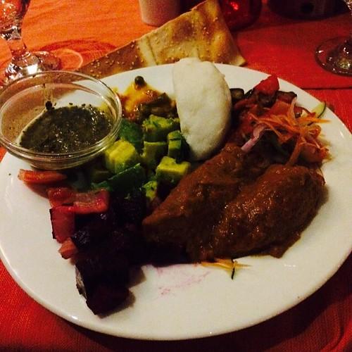 Afrikansk buffé blev det första kvällen i #tanzania. Gott och kryddstarkt med sånt som matbananer, okra och kokos.