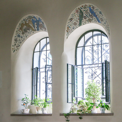 Windows of Marfo-Mariinsky Convent, Moscow, Russia モスクワ、マルフォ・マリンスカヤ修道院の窓