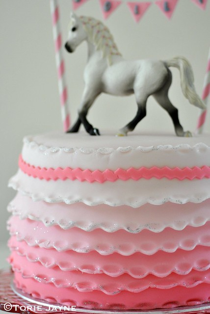 Frilled pony cake