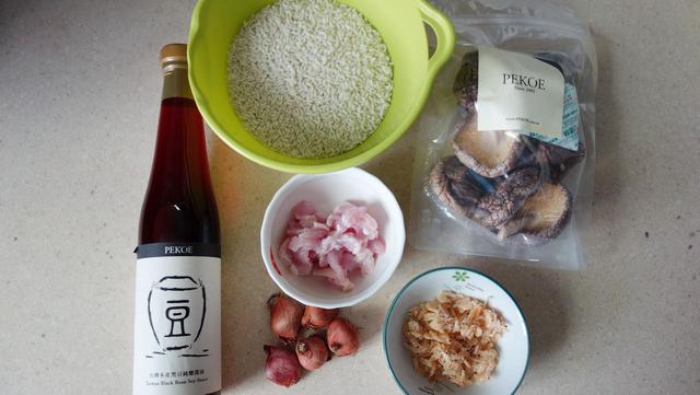 鐵鍋煮香菇油飯