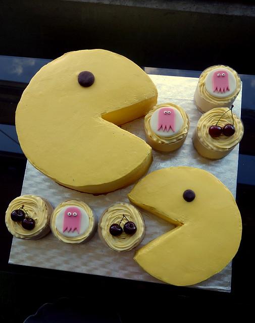 80s Pacman cake