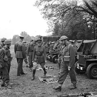 Lieutenant General A.G.L. McNaughton and Major General Georges P. Vanier... England, May 6, 1943 / Le lieutenant général A.G.L. McNaughton et le major général Georges P. Vanier... Angleterre, le 6 mai 1943