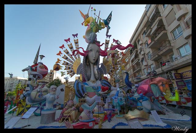 Las 12 mejores Hogueras 2015 de Alicante - Elogio de la locura en Hoguera Seneca Autobusos