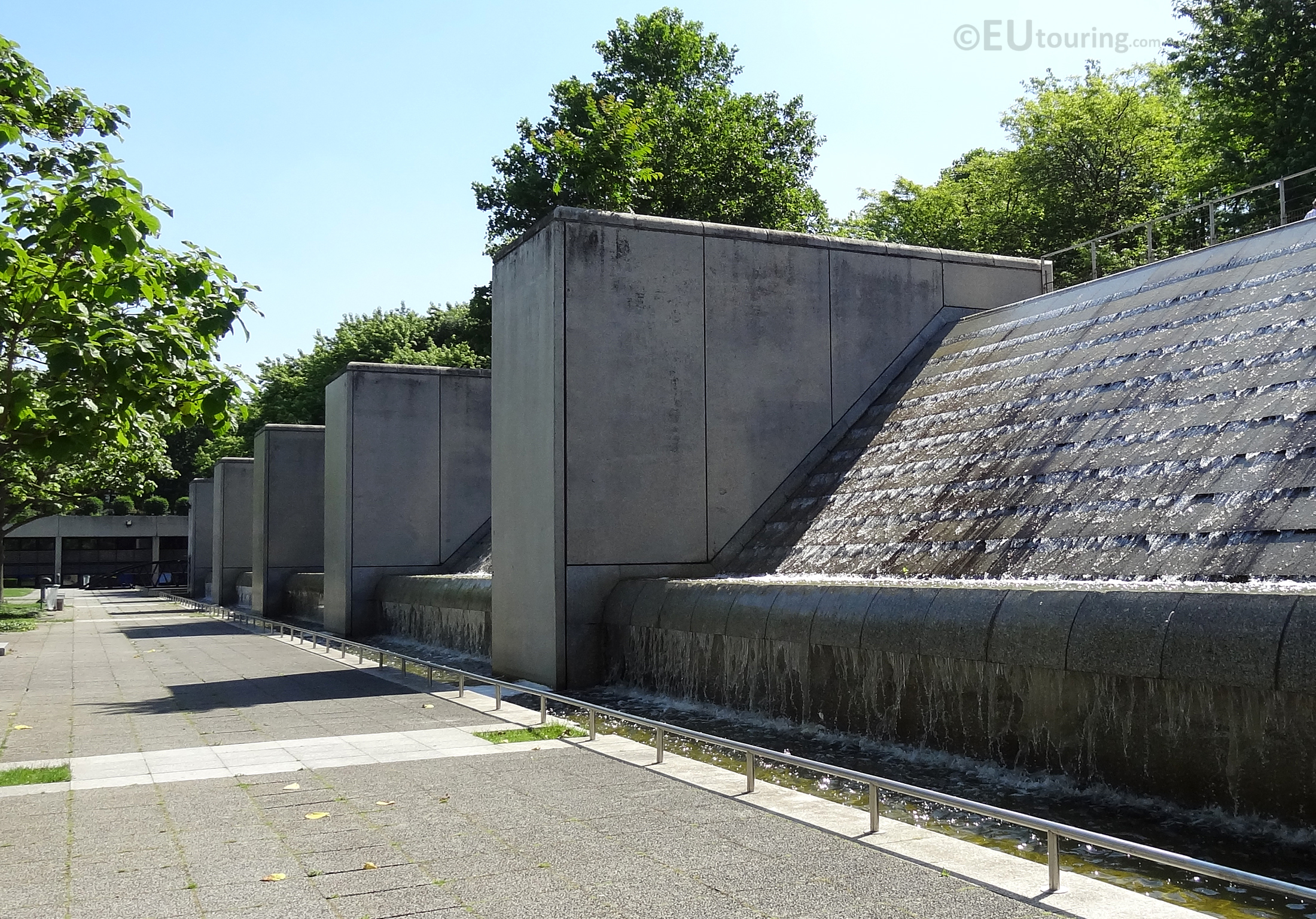 Water features at Cite des Sciences