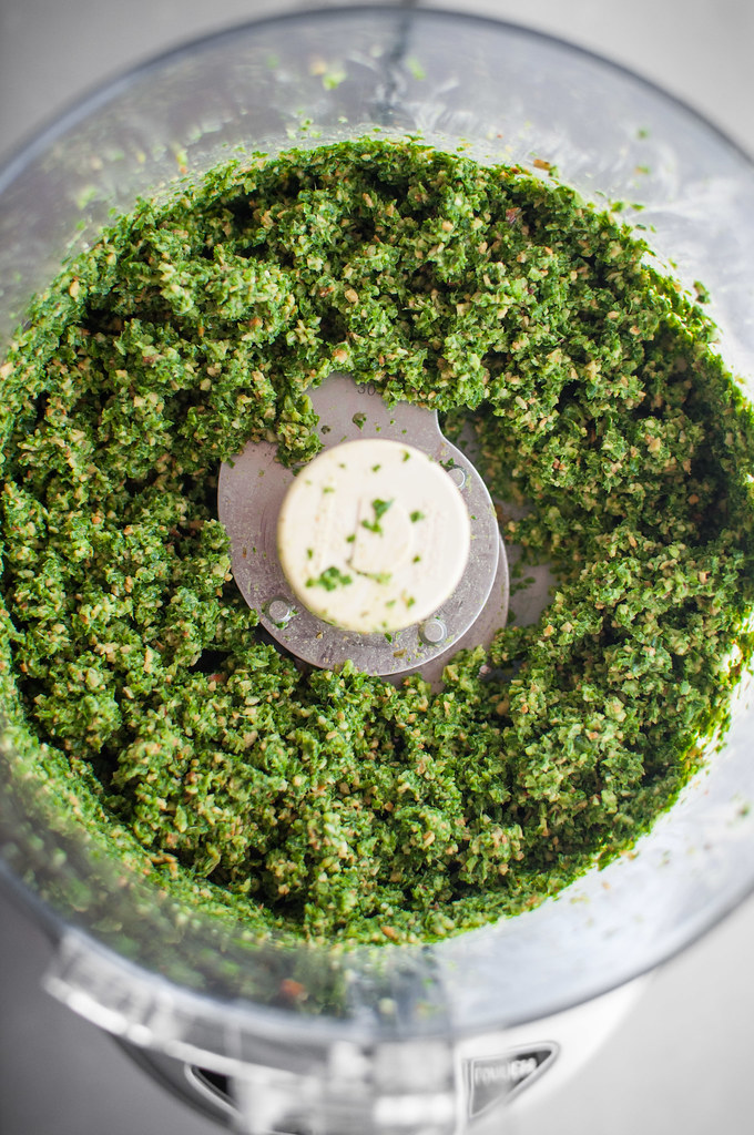 Coconut oil kale pesto (vegan and nut-free)