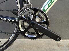 road bicycle, wheel, vehicle, sports equipment, rim, groupset, crankset, bicycle wheel, bicycle frame, bicycle, spoke, tarmac,