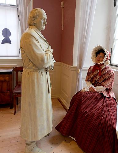 Margarete Mörike und Eduard Mörike im Mörike-Kabinett des Deutschordensmuseums.
