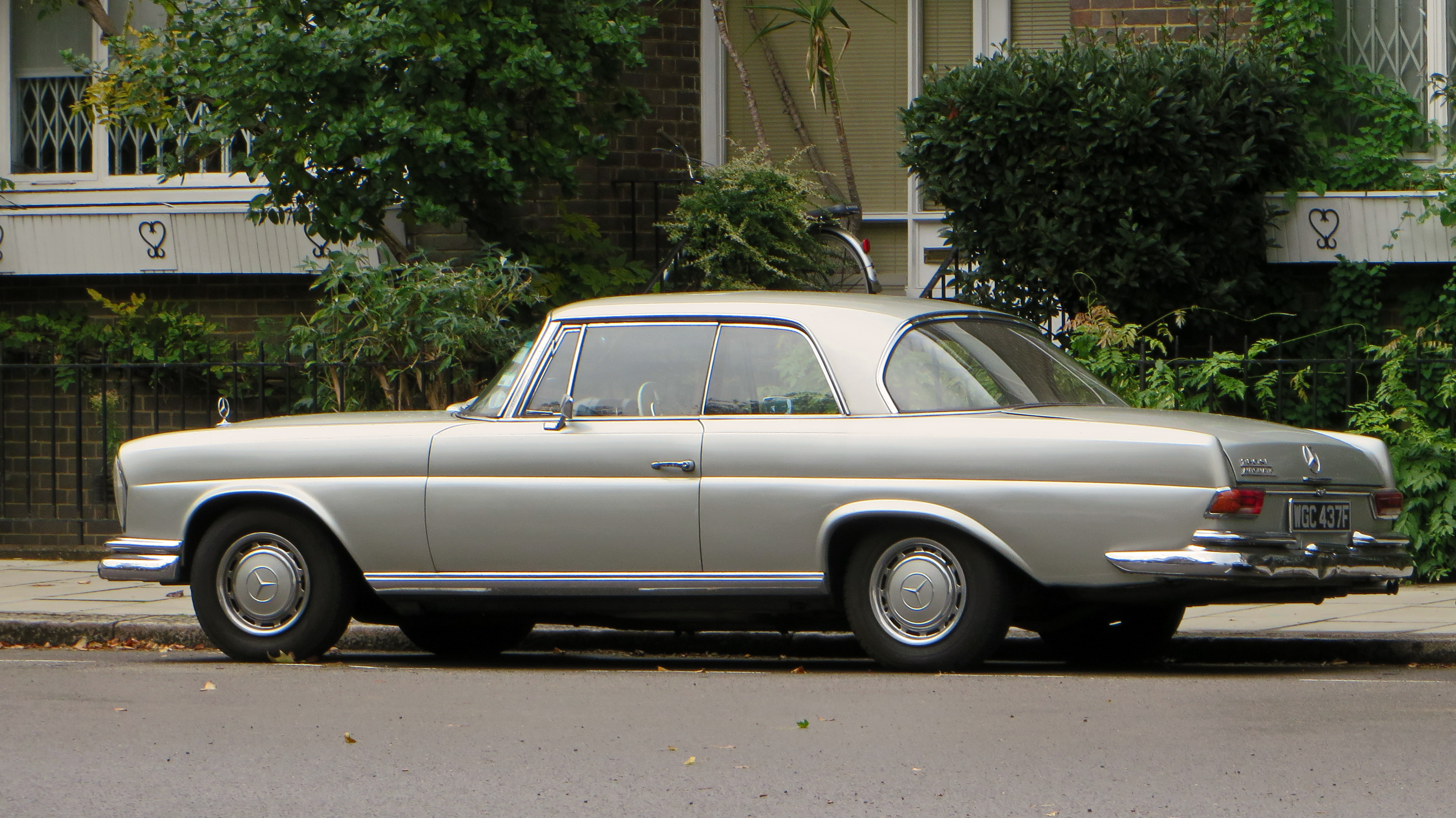 city of westminster london uk 1969 mercedes benz 280 se. Cars Review. Best American Auto & Cars Review