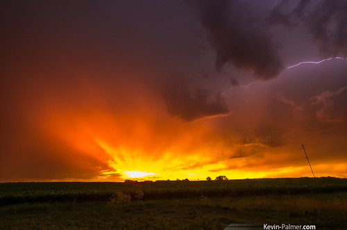 red summer sky orange sun storm west june yellow clouds spectacular gold golden evening illinois spring cornfield colorful vibrant stormy thunderstorm rays lightning shining gladstone severe kevinpalmer pentaxk5 samyang10mmf28