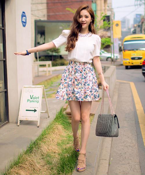 Xin chào mùa thu với váy hoa điệu đà