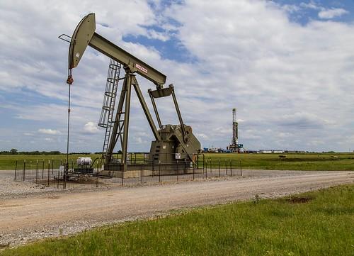 oklahoma landscape oil pumpjack drillingrig