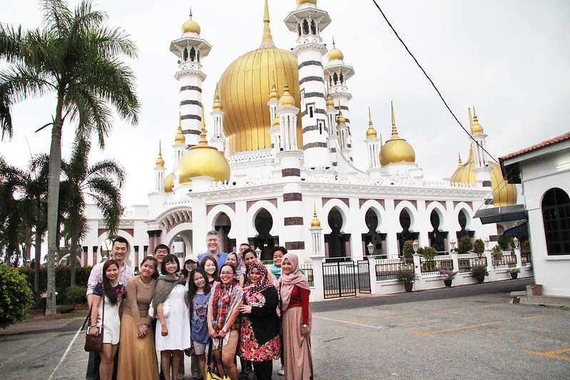 Group shot in front of the Ubudiah Mosque