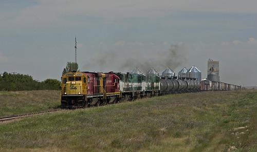 railroad canada train diesel elevator grain tracks rail railway trains canadian locomotive sk prairie saskatchewan ge prairies railfan trainspotting woodrow alco mlw railfanning greatwestern b237 m420