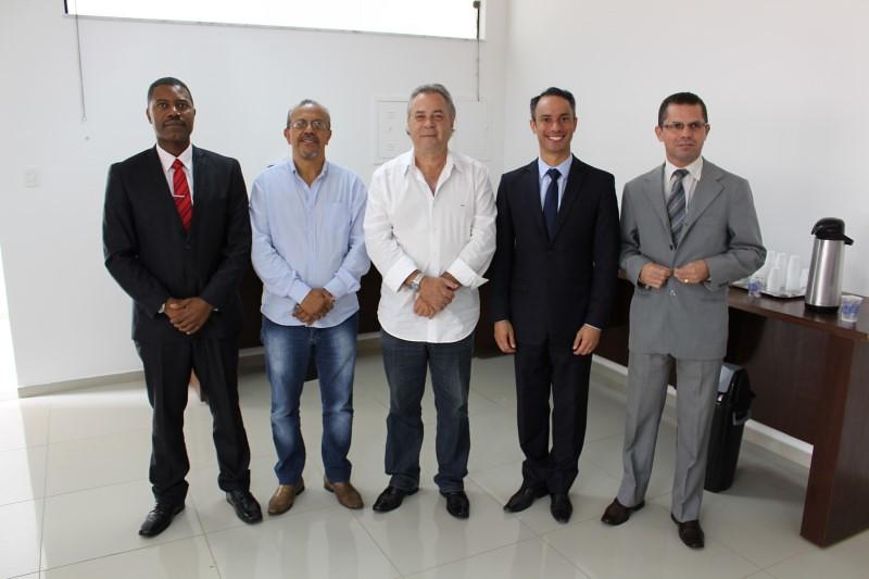 Da esquerda para direita estão: o advogado da JCMB, Walterly José de Jesus (Guido); o diretor financeiro do CCCMG, João Aparecido da Silva; o presidente do CCCMG, Archimedes Coli Neto; o consultor sócio da JCMB, Paulo Machado e o consultor da JCMB, Alessandro Machado. (Foto: Luiz Valeriano / Ascom CCCMG)