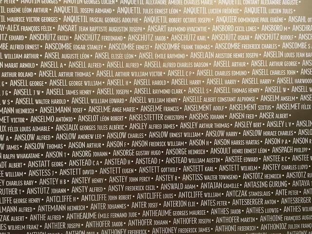 Nombres de caídos en la I Guerra Mundial inscritos en el Anillo de la Memoria