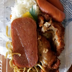 bento from tanioka's with mochiko chicken, shoyu weiner & spam, fried noodles & rice♡ #taniokas #waipahu #hawaii #bento