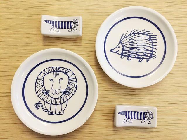 同事買的這本日雜好值得,裡頭有兩個Lisa & Johanna Larson豆皿跟筷箸,超級可愛!