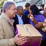 Leonel continúa reparto de cajas navideñas en zonas afectadas por lluvias