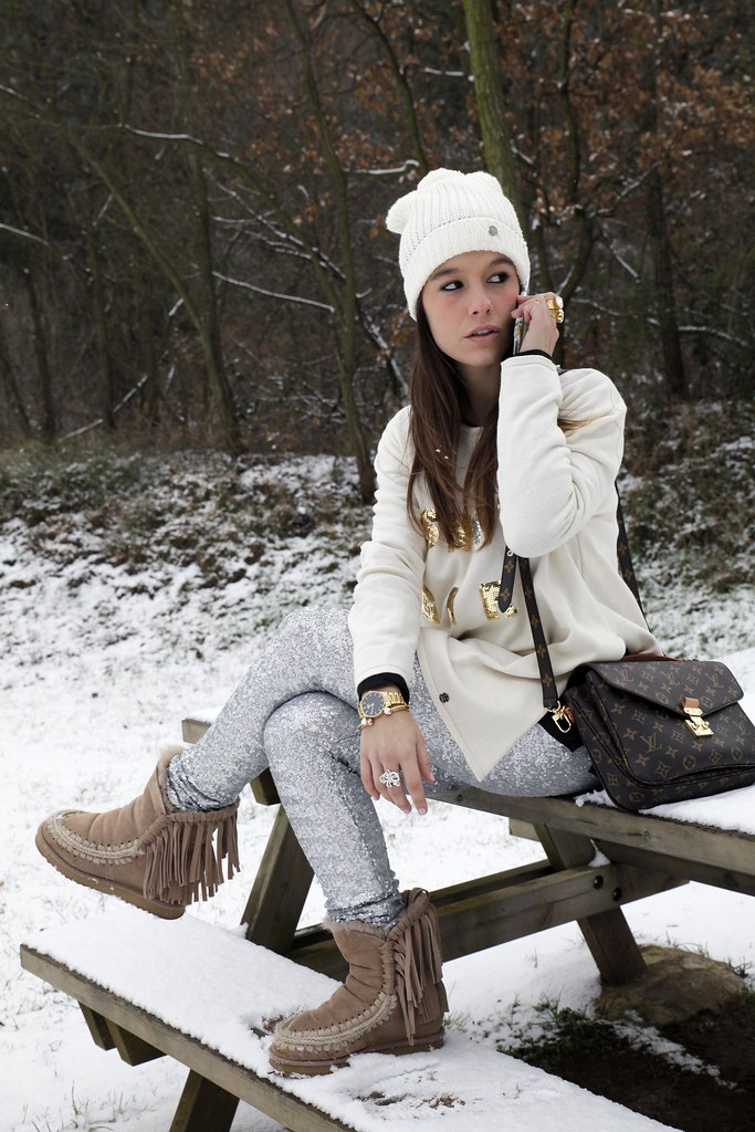 011_SNOW_GIRL_OUTFIT_THEGUESTGIRL_LAURA_SANTOLARIA_FASHION_BLOGGER_RUGACOLLECTION_MOUBOOTS_WINTER