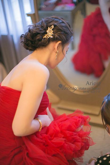 愛瑞思,Ariesy,台北新秘,新秘推薦,亞都麗緻大飯店,歐美風,蓬鬆編髮,韓國手工新娘飾品,清透妝感,時尚名媛造型
