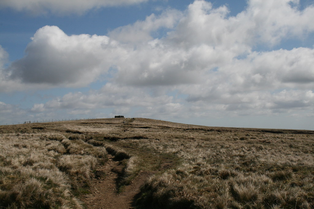 Approaching summit of Great Shunner FEll