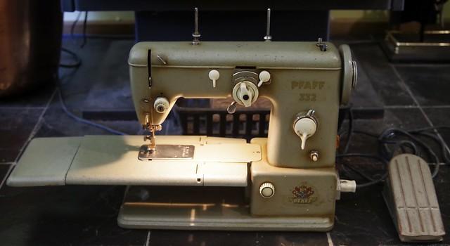 Pfaff 332 Sewing Machine c1956