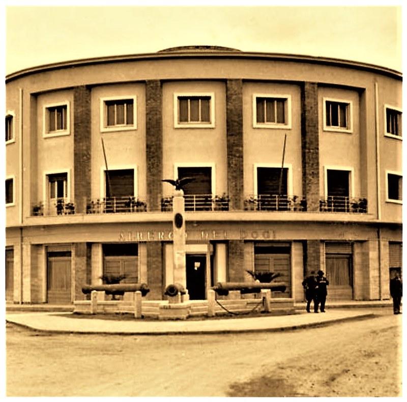 """DURAZZO 1940-1943, ALBERGO DEI DOGI, PIU TARDI NEGLI ANNI '50 - '60 CON I BUONI RAPORTI ALBANIA-URSS, SI CHIAMAVA """"HOTEL VOLLGA"""" E PIU TARDI ANCORA CON I BUONI RAPORTI ALBANIA-RP CINESE, ANNI '70-'80 SI CHIAMAVA """"HOTEL ILIRIA""""."""