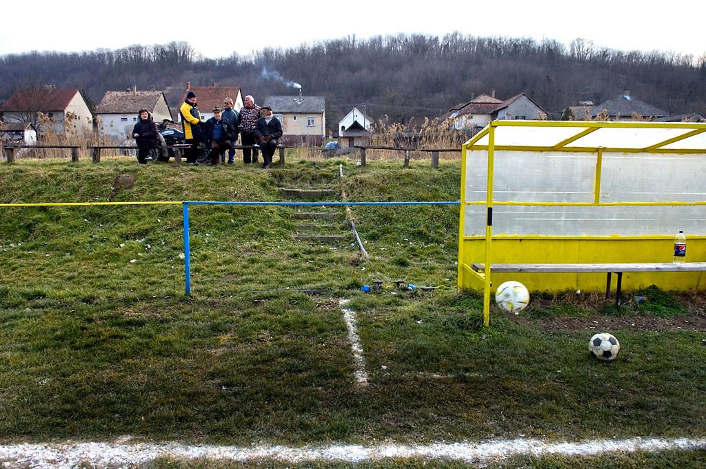Részlet Mártonfai Dénes (Tolnai Népújság): Vidéki foci című sorozatából (Sport sorozat, 1. díj)