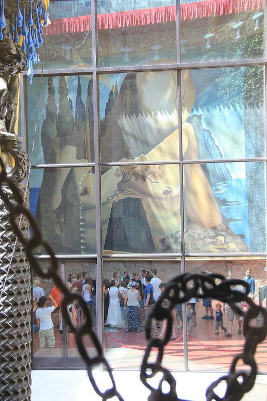 La fresque géante de Gala dans le musée de Figuéres