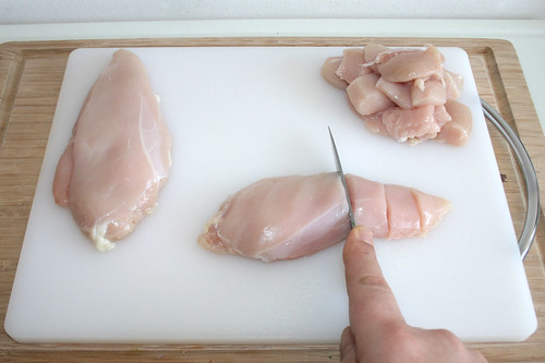 27 - Hähnchenbrust würfeln / Dice chicken breast