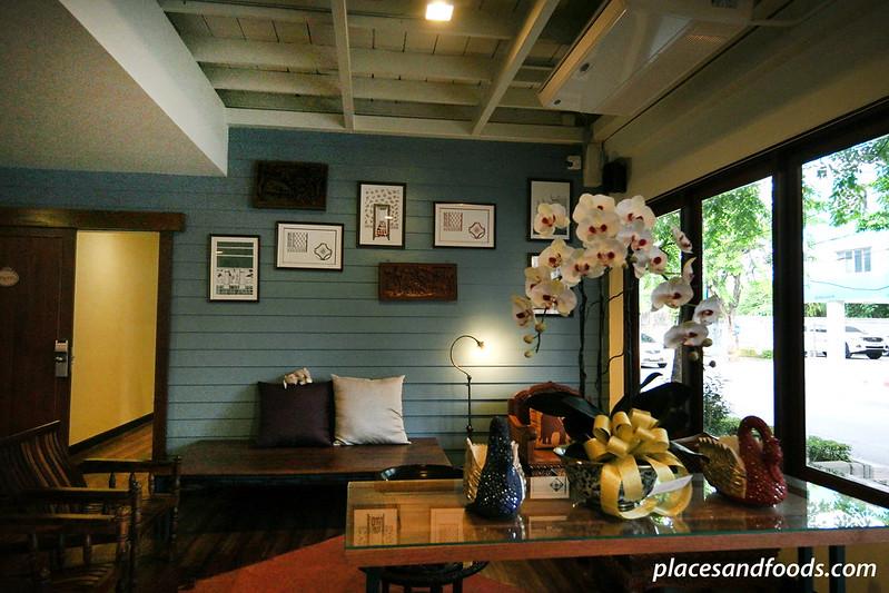 Baan Khun Nine Hotel Wangdoem and Hostel lobby