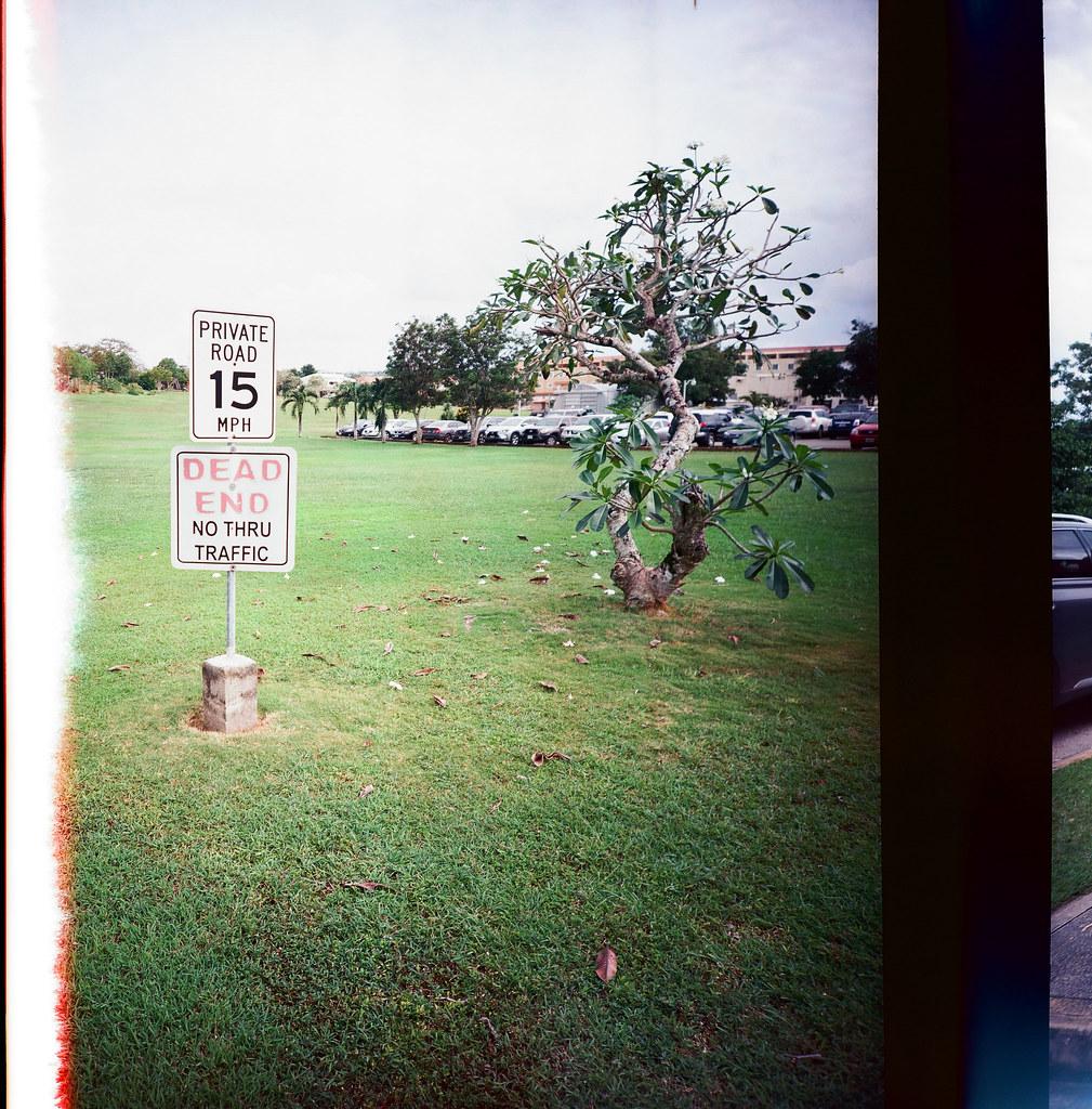 Guam US / Kodak Pro Ektar / Lomo LC-A 120 走到郵局的路上看到一大片草原,但仔細一看告示牌,好像是私人土地。  我只說 Kodak Ektar 這卷底片真的很細緻,把畫面拍的很美!  Lomo LC-A 120 Kodak Pro Ektar 100 120mm 9139-0001 2016-11-09 Photo by Toomore