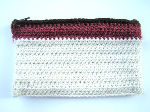 Crochet pouch lined with zipper