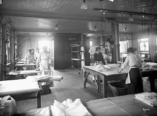 Ironing room, Home for Friendless Women / Salle de repassage, Home for Friendless Women (maison pour femmes abandonnées)