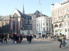 Delight in Dam Square, the house of the living statues - Things to do in Amsterdam