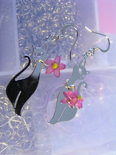 Earrings with cat theme
