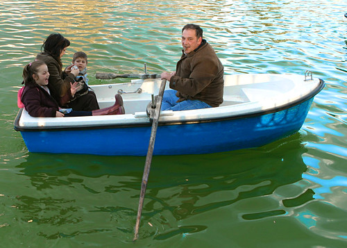 """Family Boat in Parque del Retiro""""align="""