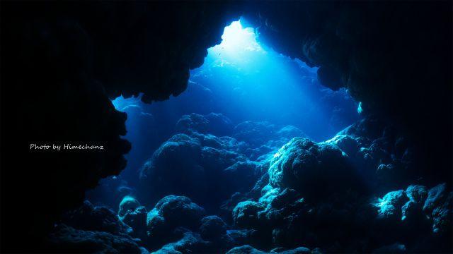 西表島の洞窟の光♪