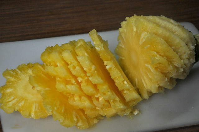 How to cut a pineapple like an Ilocano 8