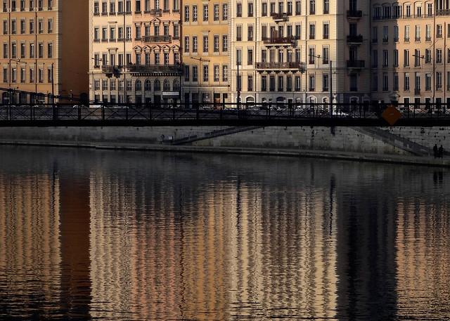 Lyon - Reflets dorés dans la Saône.
