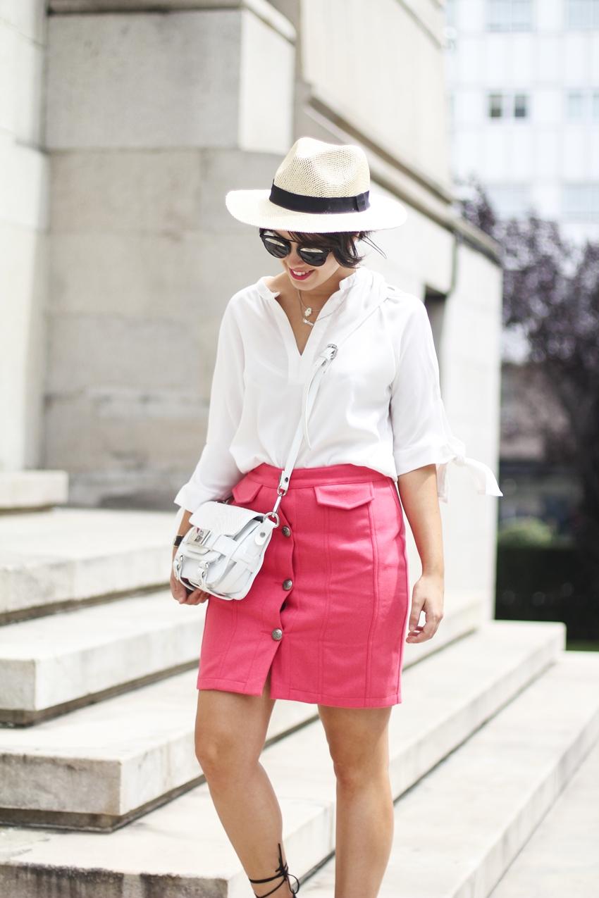 Look de verano con falda abotonada en color coral myblueberrynightsblog