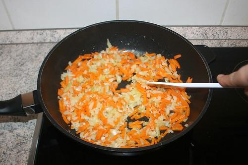 26 - Zwiebeln & Knoblauch andünsten / Braise onion & garlic