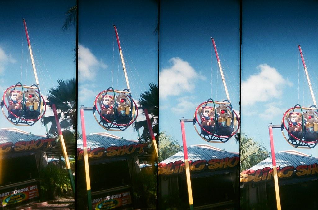 Guam US / FUJICOLOR 業務用 / SuperSampler Dalek 被帶上去天空,還是被天空拋棄墜落!  但,表情很驚悚!  SuperSampler Dalek FUJICOLOR 業務用 ISO400 7411-0011 2016-11-09 Photo by Toomore
