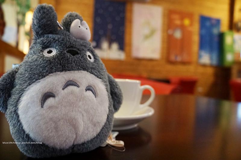 18885153142 d181151887 c - 【台中西屯】東京雜貨樂園.2F龍貓咖啡館-被龍貓包圍的幸福裝潢.喝杯龍貓咖啡.親子咖啡館餐廳.逛逛史努比kitty布丁狗多拉ㄟ夢米奇拉拉熊蛋黃哥老皮的生活精品雜貨玩具