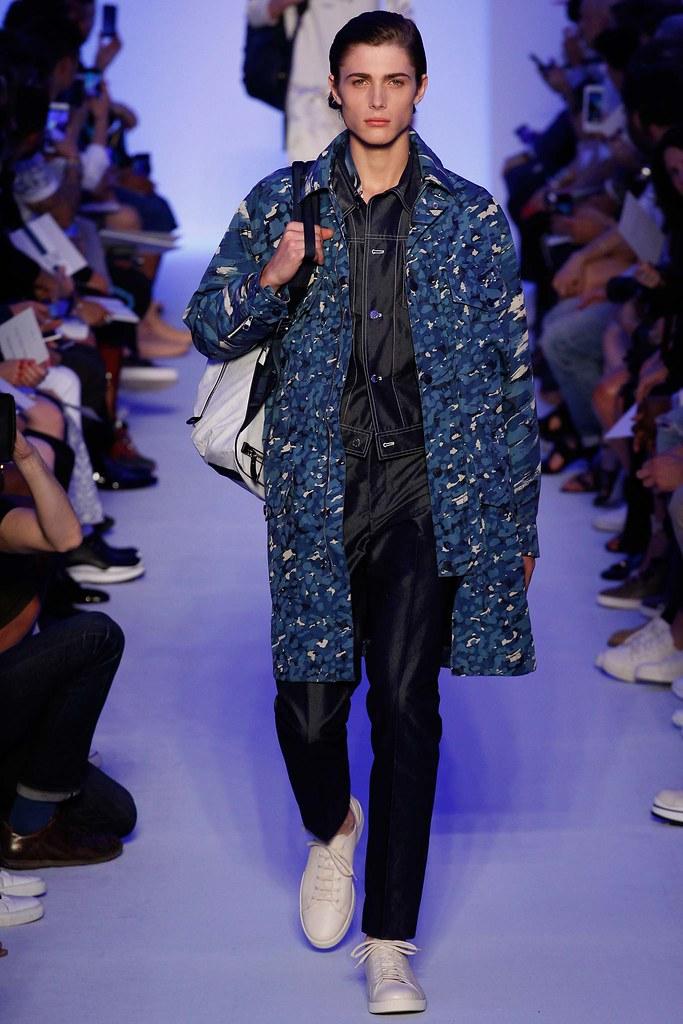 Paul Fontanier3042_SS16 Paris Louis Vuitton(Style.com)