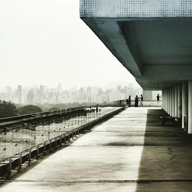 Geometrias Urbanas MAC USP, Ibirapuera São Paulo, 2015  #geometriasurbanas #saopaulo #saopaulocity #splovers #mybeautifulsp #sp4you #serpaulistano #macusp #ibirapuera #vilamariana #arquitetura #oscarniemeyer #architecture