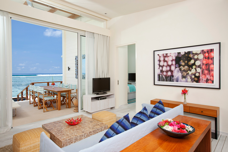 HolidayInnResortKandoomaMaldives_seaview-overwater-pavilion-living-room