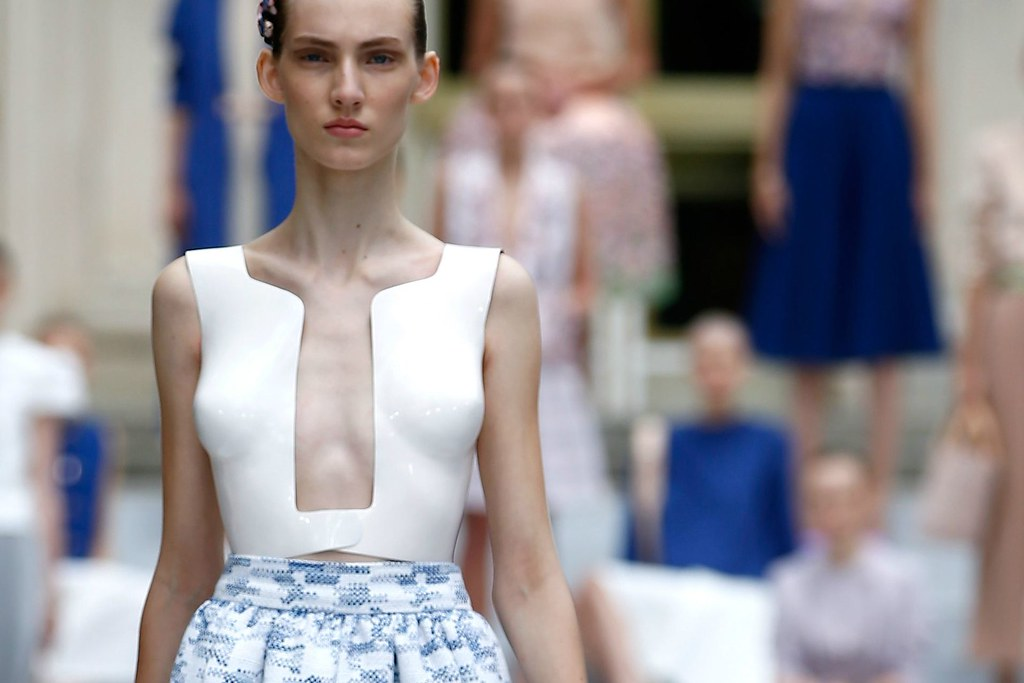 Fusing traditional craftmanship with modern 3D-printing technology. Marina Hoermanseder SS2016 collection review by Style by Charlotte. I www.StyleByCharlotte.com