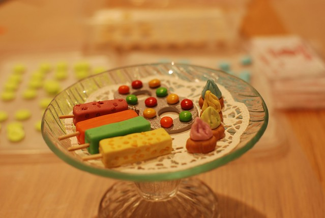 Another craft station making potong ice creams and suger drop biscuits as accessories. Too cute!